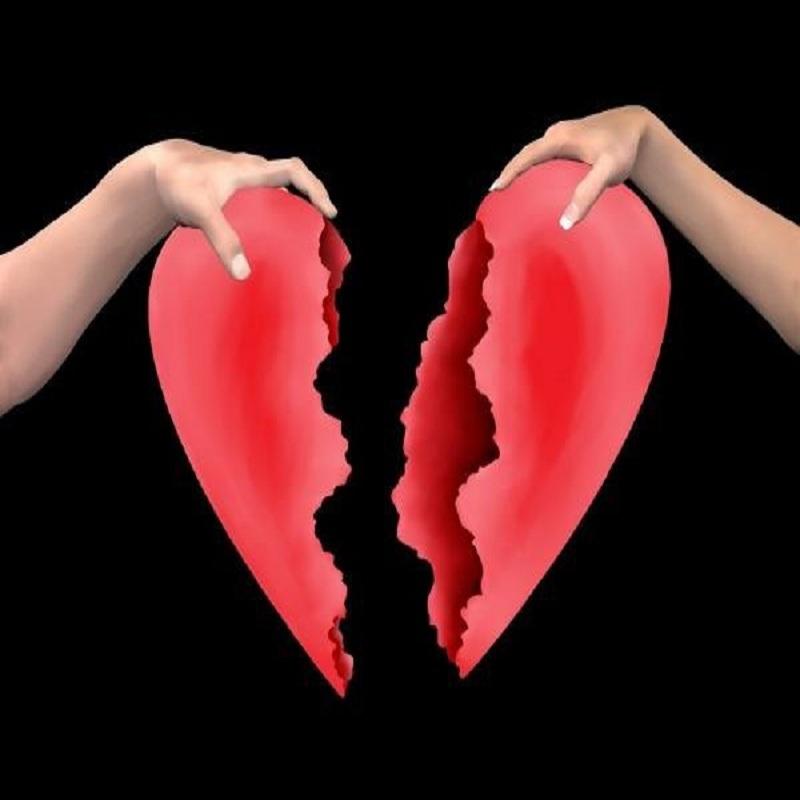 Tình yêu dễ đổ vỡ