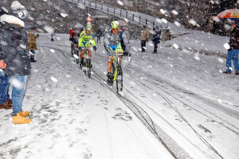 Địa hình và thời tiết khắc nghiệt thử thách các tay đua