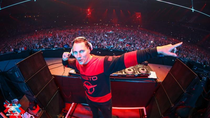 Tiësto là một trong những DJ nổi tiếng của Hà Lan