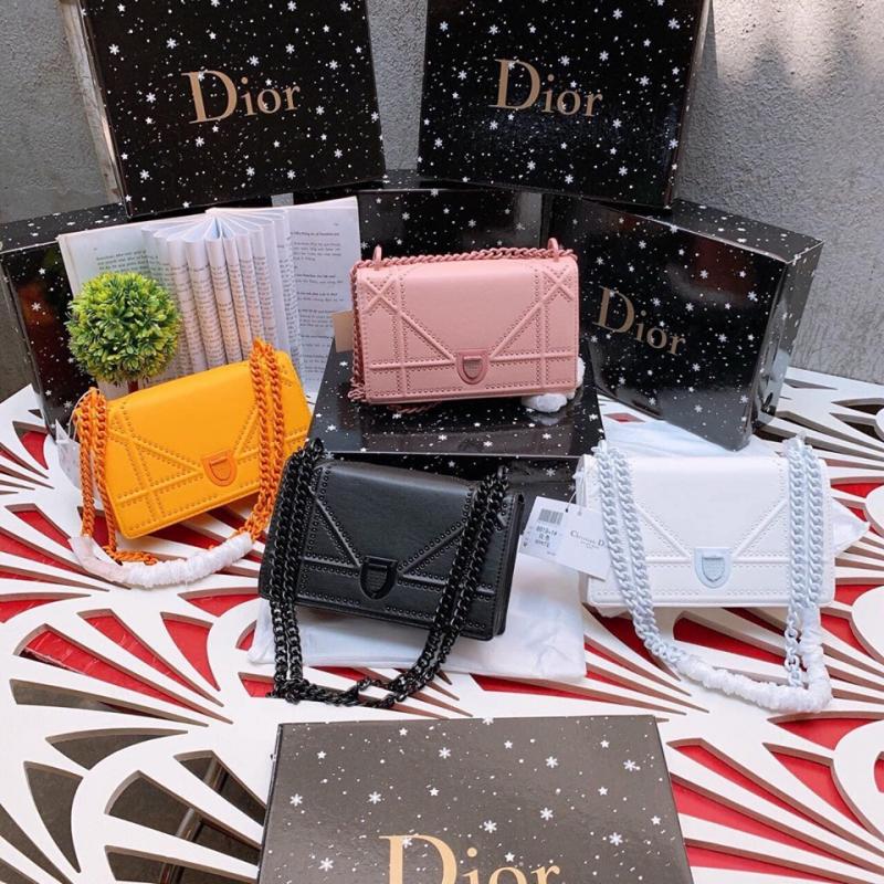 Những chiếc túi Dior xinh xắn có ngay tại TiVi Store