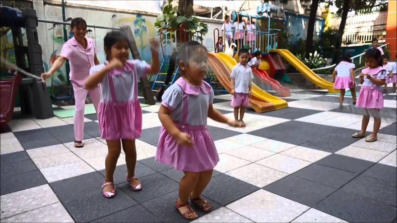 Tổ chức chơi trung thu: trò nhảy dây thổi bong bóng