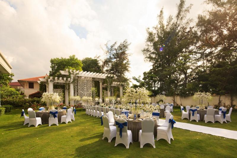 Không gian tổ chức tiệc cưới ngoài trời lãng mạn