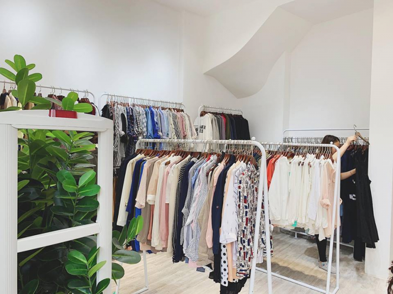 Mỗi sản phẩm của shop có giá dao động trong khoảng 90.000 -250.000 đồng, rất phù hợp với túi tiền của hầu hết các bạn trẻ ngày nay