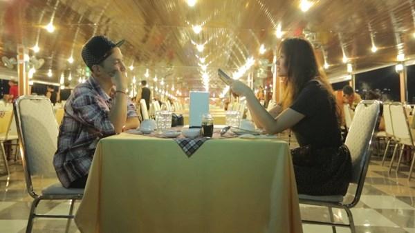 Một bữa ăn giữa hai người đầy thân mật