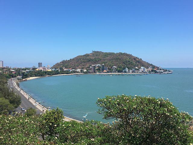 Cảnh biển được chụp từ Bạch Dinh