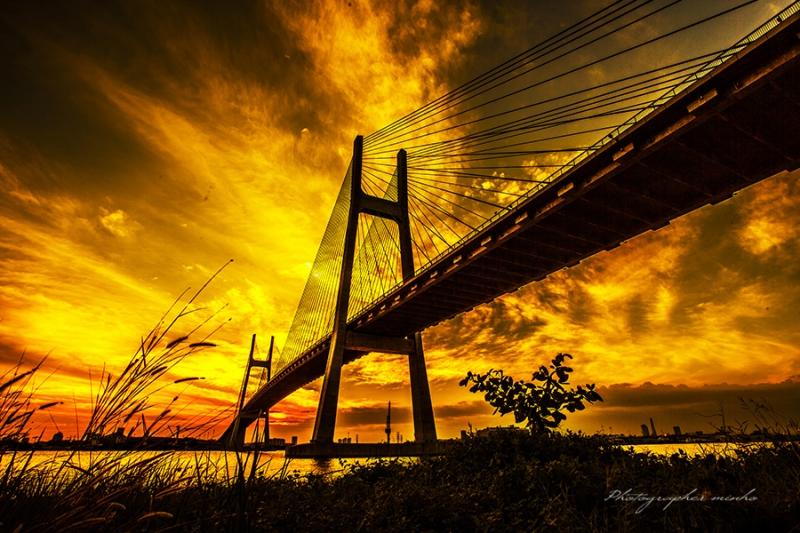 Cầu Phú Mỹ - địa điểm tuyệt vời để ngắm hoàng hôn bên nhau.