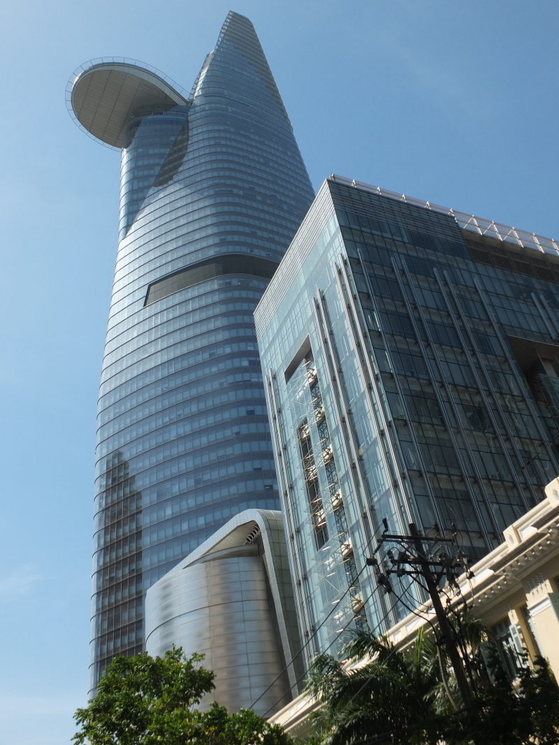 Tòa tháp Bitexco Financial - tòa nhà chọc trời tại trung tâm quận 1.