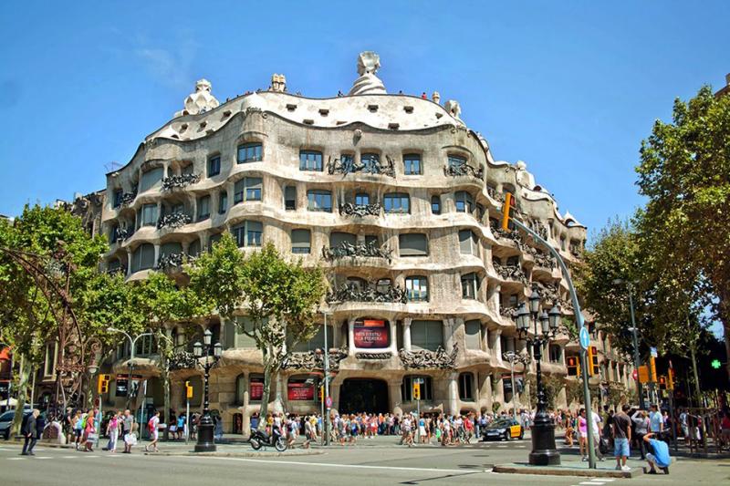 Tòa nhà Casa Mila – Tây Ban Nha