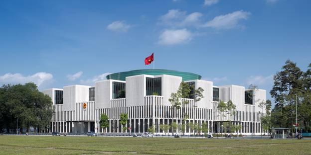 Tòa nhà Quốc Hội cạnh Lăng Hồ Chủ tịch