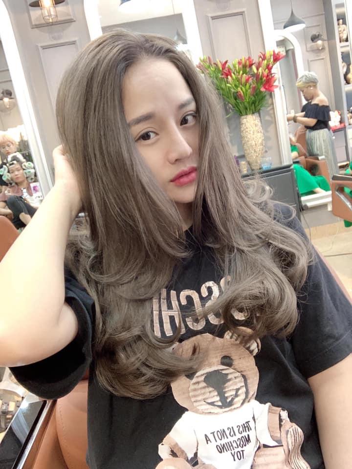 Toàn Lion Hair Salon là một địa chỉ uy tín cho các chị em đang có nhu cầu nhuộm lại mái tóc của mình
