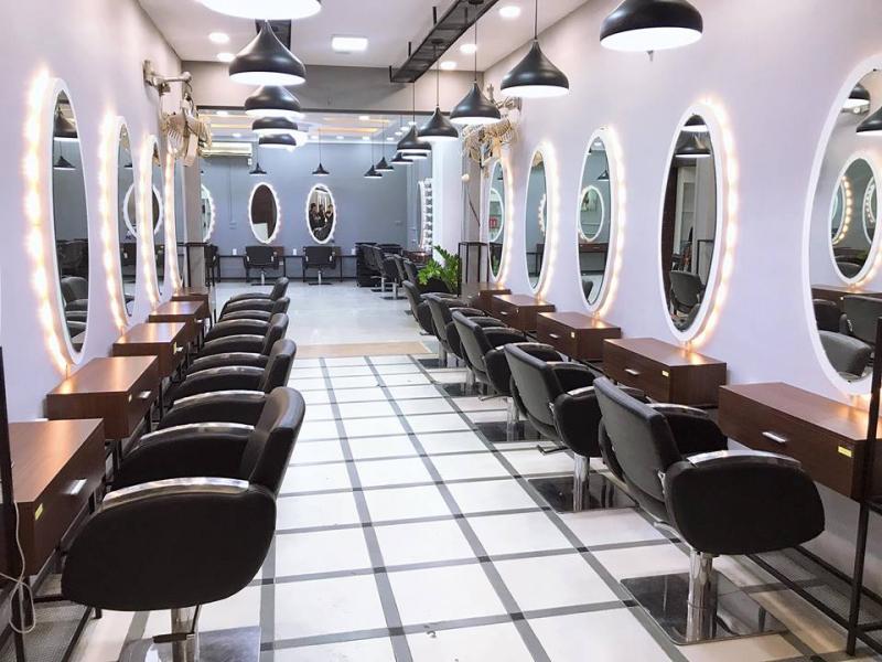 Không gian salon hiện đại, sang trọng vô cùng