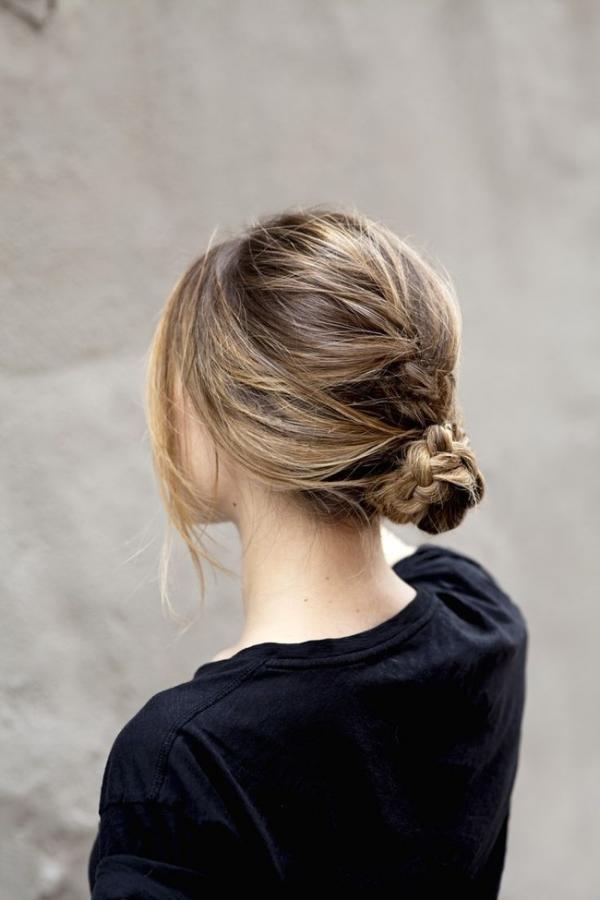 Tóc búi thấp đơn giản