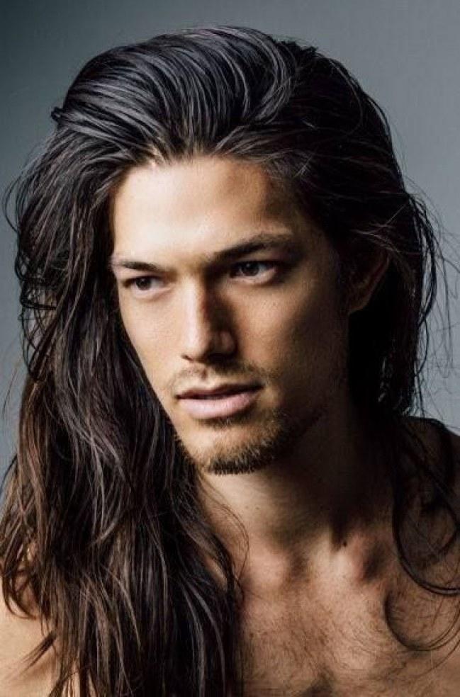 Mái tóc dài như thế này cần rất nhiều thời gian chăm sóc và nuôi dưỡng nghiêm túc.
