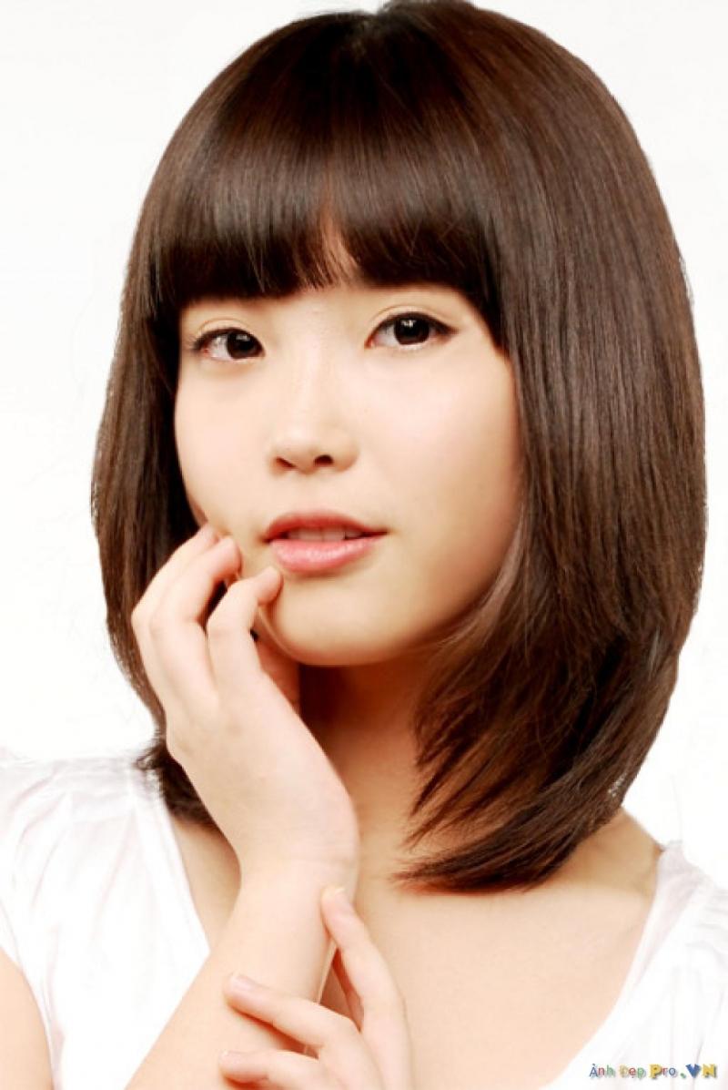 Cắt mái bằng uốn phồng tạo cảm giác tóc dày hơn