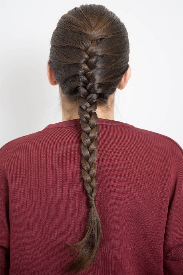 tóc đuôi sam thông thường kiểu Pháp, đơn giản mà vẫn không mất đi nét duyên ngầm