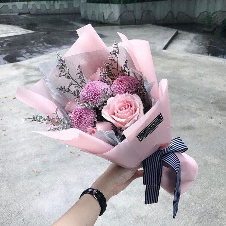 Bó hoa nhỏ xinh, đơn giản  mà tinh tế của Tom