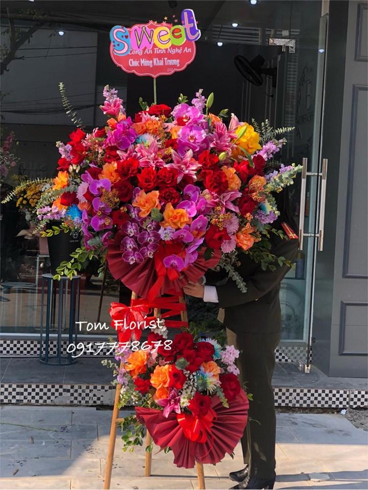 Tại Tom florist, mọi yêu cầu về hoa đều có thể đáp ứng: hoa bó nhỏ, hoa bó khổng lồ, hoa sinh nhật, hoa khai trương, hoa tặng người yêu, bạn bè, thầy cô hay hoa cảm ơn, xin lỗi,...