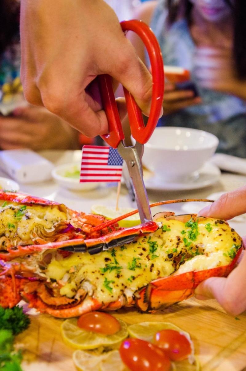 Tôm hùm nướng phô mai (Nguồn ảnh của khách chụp tại quán ăn)