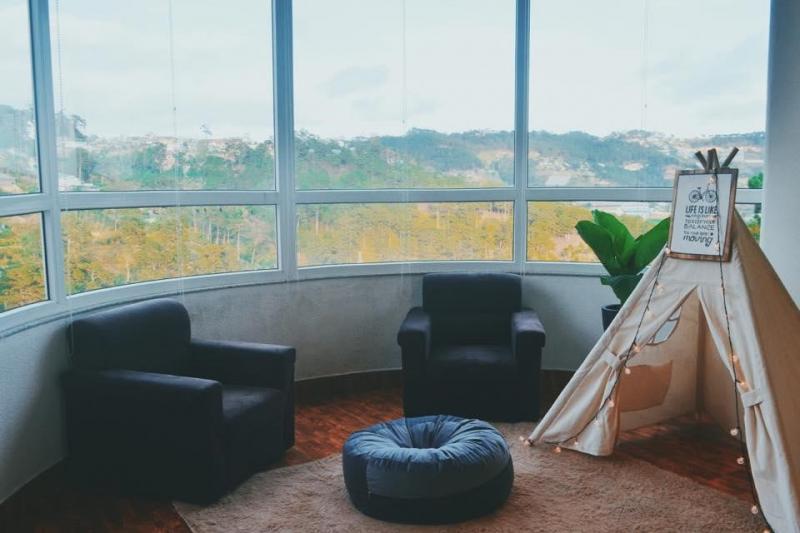 Các phòng ở đây được thiết kế đơn giản nhưng rất đẹp, sạch sẽ, đầy đủ tiện nghi, sẽ mang đến cho bạn cảm giác nhẹ nhàng, lãng mạn.