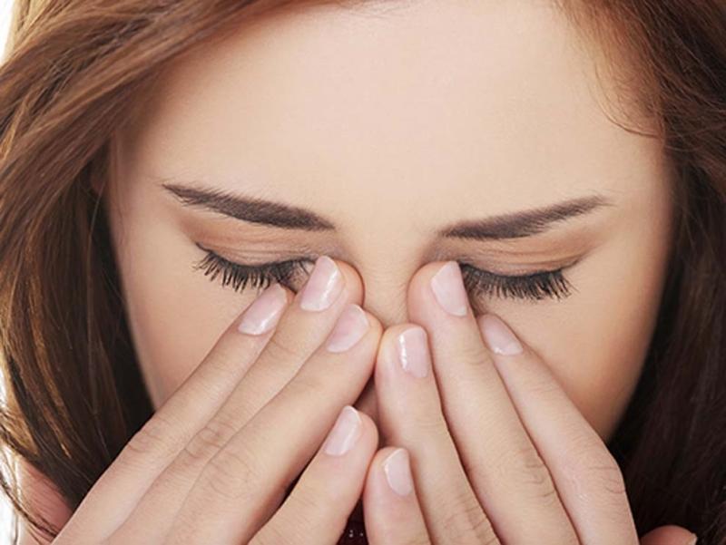 Ăn nhiều tỏi là nguyên nhân khiến mắt bị tổn thương
