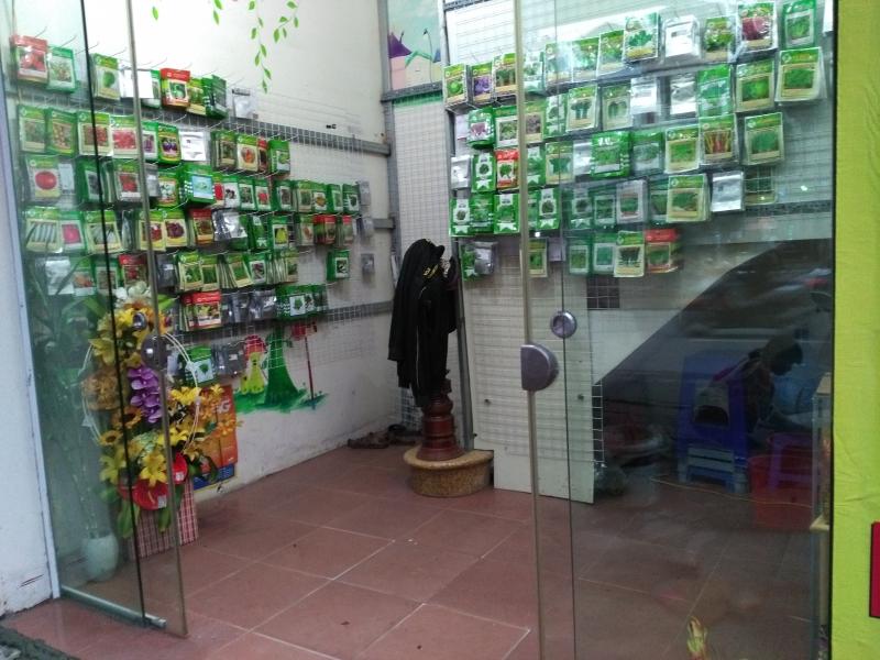 Hạt giống của công ty được bày bán tại một đại lý