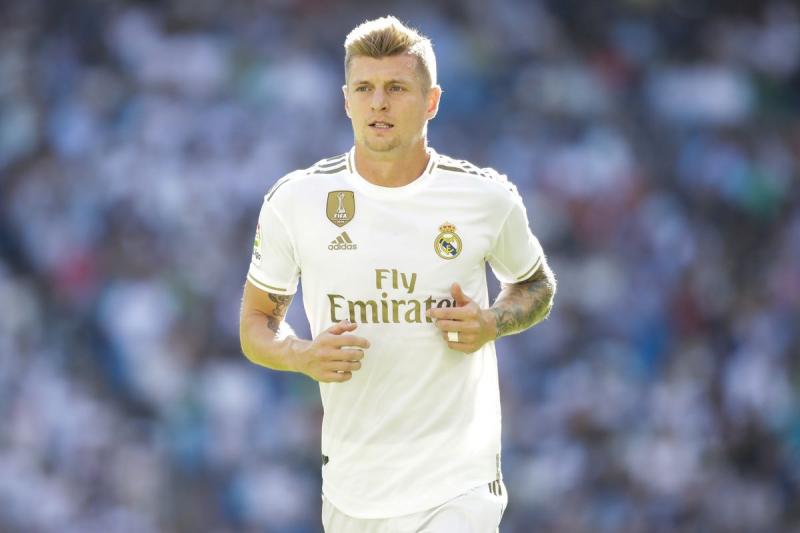 Đá ở hàng tiền vệ Real Madrid cùng với Luka Modric là Toni Kroos.