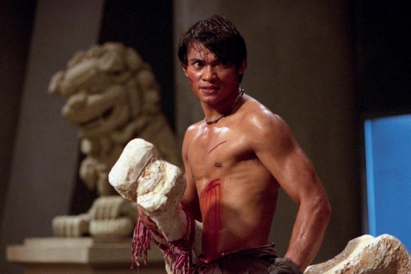 Tony Jaa có niềm đam mê võ thuật bẩm sinh ngay từ khi lên 10 tuổi