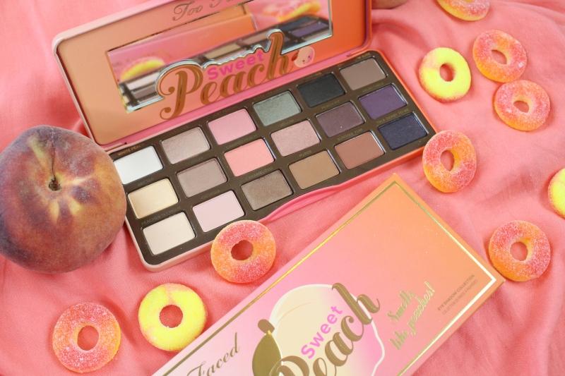 Phấn mắt Too Faced Sweet Peach Eyeshadow Palette với mùi hương dịu ngọt