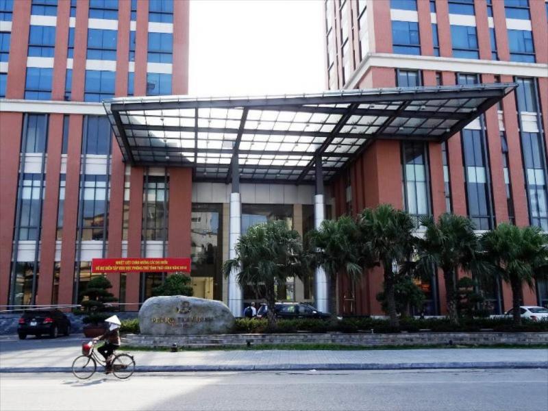 Mặt trước của Khách sạn Dầu khí Thái Bình