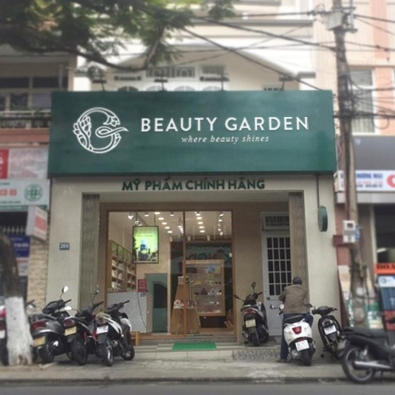 Bên ngoài cửa hàng Beauty garden