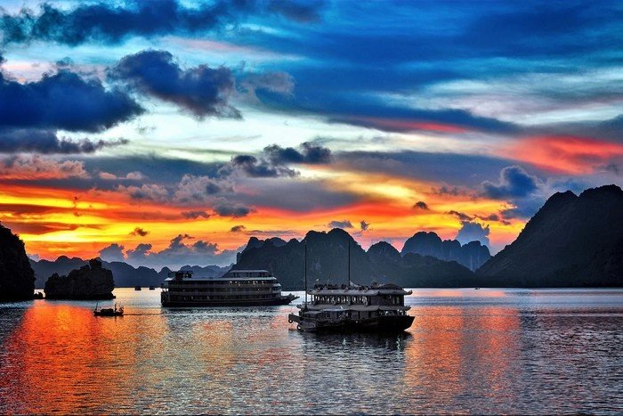 Ha Long is as beautiful as a picture