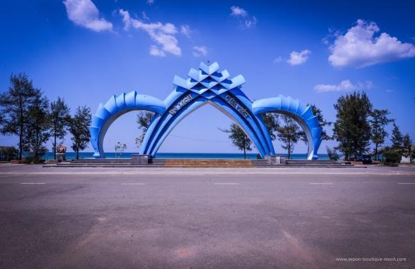 Bãi Cửa Việt là một trong những bãi tắm đẹp thu hút đông đảo khách du lịch (Nguồn: langviet.info)