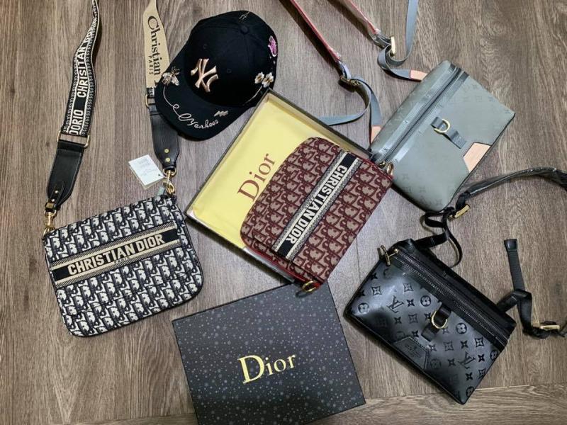 TOP - Fashion còn bán cả các loại túi ví nam, giày, dép,.... mang phong cách trẻ trung, năng động, giá cả lại hợp lý