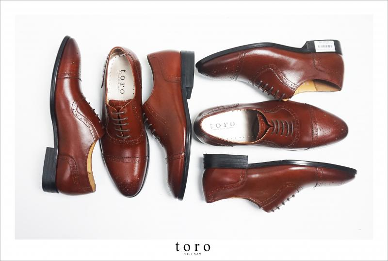 Mẫu giày tại Toroshoes đều được thiết kế hài hòa giữa các hoa văn