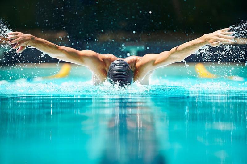 Khi bơi, toàn bộ cơ thể sẽ phải hoạt động, phần xương cột sống có Xu thế trườn lên phía trước và giúp những cơ bắp được dẻo dai, săn chắc.