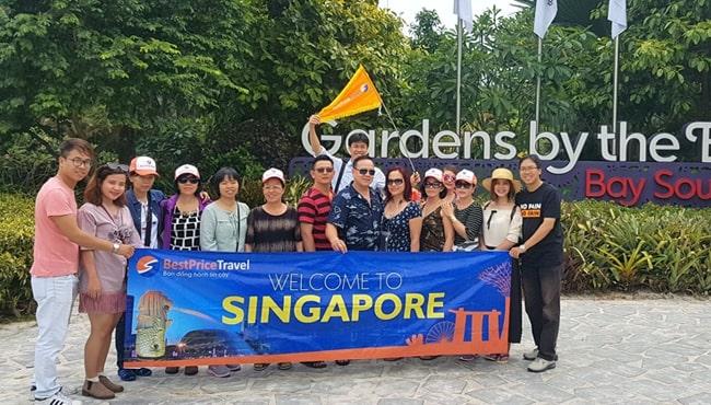 Đoàn khách của BestPrice Travel chụp tại Garden by the Bay