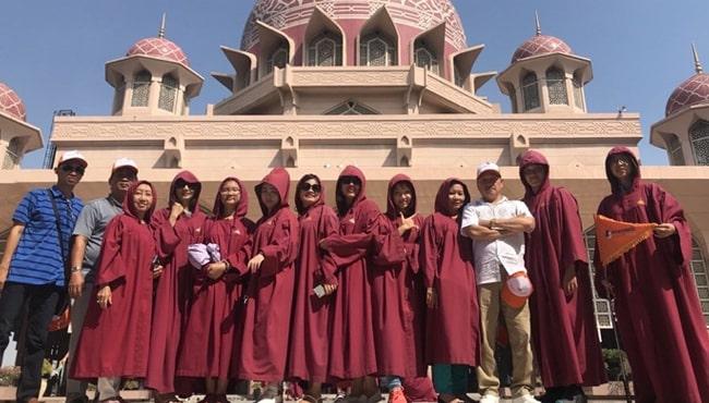 Du khách của BestPrice Travel chụp tại nhà thờ hồi giáo, Malaysia