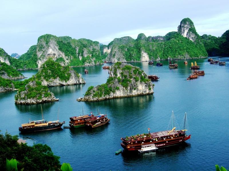 Vẻ đẹp diệu kỳ của hàng ngàn hòn đảo thiên nhiên và hang động bí ẩn.