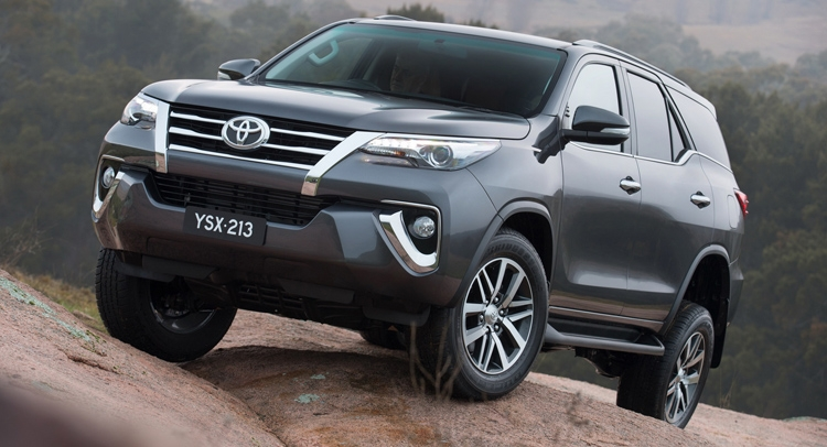 Toyota Fortuner: 1219 xe