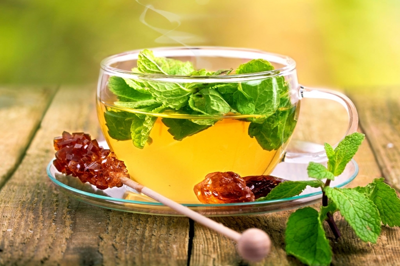 Uống từ 3 đến 4 tách trà bạc hà một ngày là biện pháp cứu trợ tuyệt vời khi bị cảm