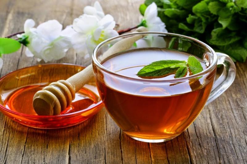 Hỗn hợp gồm mật ong, chanh tươi cùng với nước ấm rất có lợi trong việc thải độc gan, thanh lọc cơ thể, tốt cho tiêu hóa
