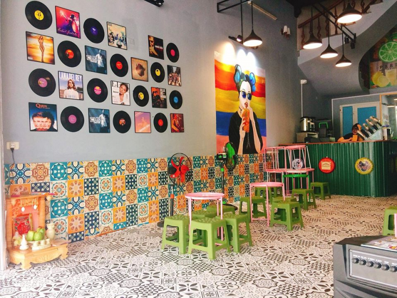 Quán có phong cách decor ấn tượng (Nguồn: Fanpage: Paris tiệm trà chanh Bến Thủy Tp Vinh)