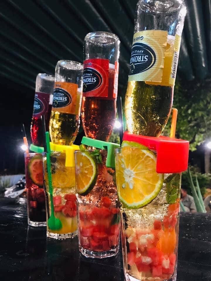 Những ly bia úp ngược đầy màu sắc (Nguồn: Trà chanh Summer Tp Vinh)
