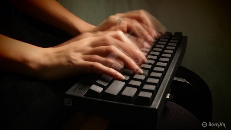 Gõ bàn phím với tốc độ siêu nhanh mà vẫn không kịp.