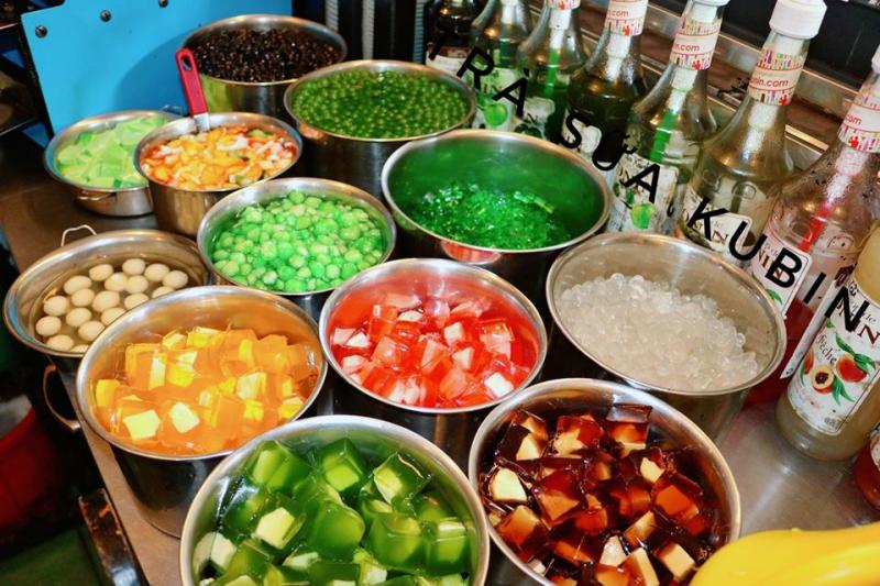 Kubin mang đến cho bạn nhiều sự lựa chọn ở phần topping, nổi bật là: phô mai viên, trân châu đen, thạch cá, thạch táo, pudding,.