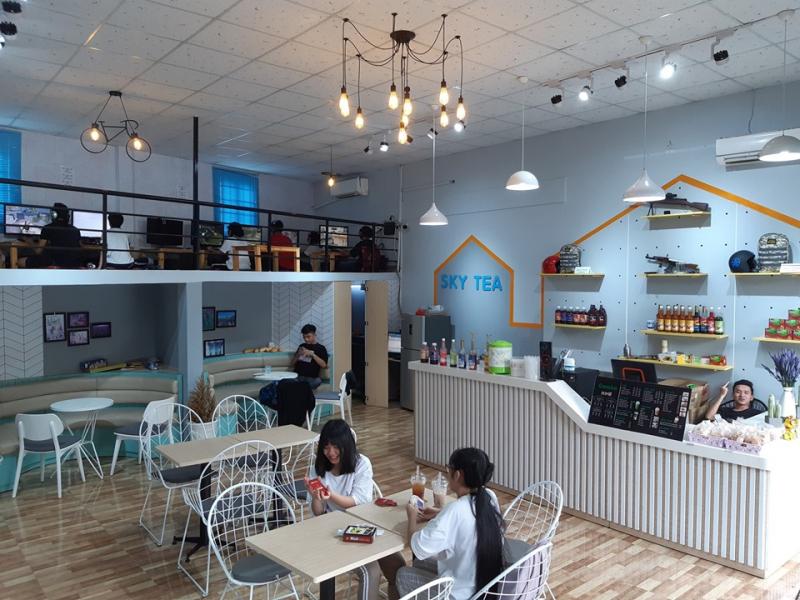 Ấn tượng đầu tiên khi tới quán Trà sữa Sky tea đó là không gian cực cool