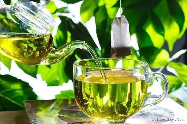 Chất kích thích trong trà xanh là vừa đủ để giúp người làm việc khuya trở nên minh mẫn.
