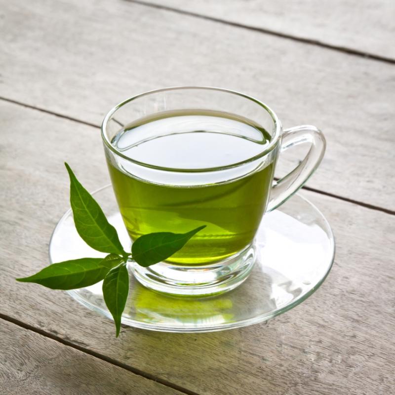 Uống nhiều trà xanh trong ngày giúp bạn tiêu hao năng lượng