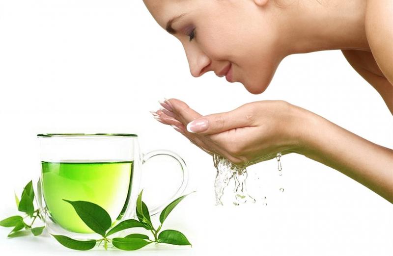 Trong lá trà xanh có nhiều chất diệp lục cùng EGCG chống oxy hóa và nhiều axit có lợi cho da.