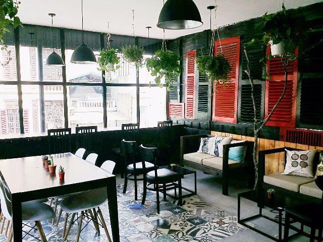 Tracce Tea And Coffee Shop có hai tầng, mỗi tầng đều có cách decor khác nhau và có những góc riêng để bạn có thể ngồi  nói chuyện, làm việc, đọc sách.